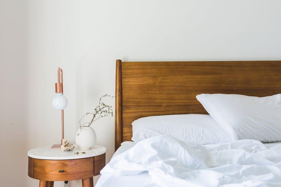 lóżko do sypialni piękne